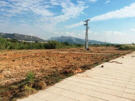 Se inician las obras del parque público de Ador financiado por BETELGEUX-CHRISTEYNS