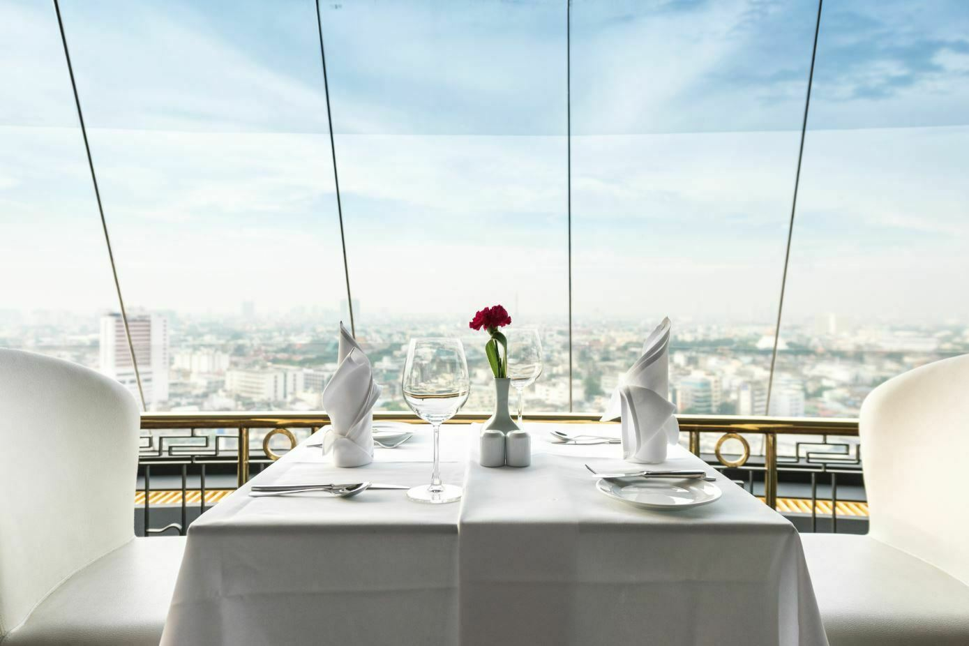 Why you should eat at a table set with table linen