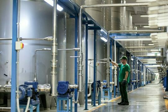 Cleaning and disinfection in the beverage industry: CIPs and use of peroxide-peracetic